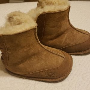 Adorable little uggs size 8